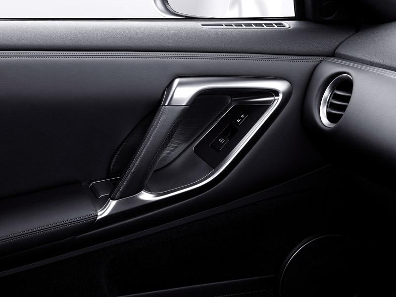 Nissan GT-R: do nového roku výkonnější: - fotka 15