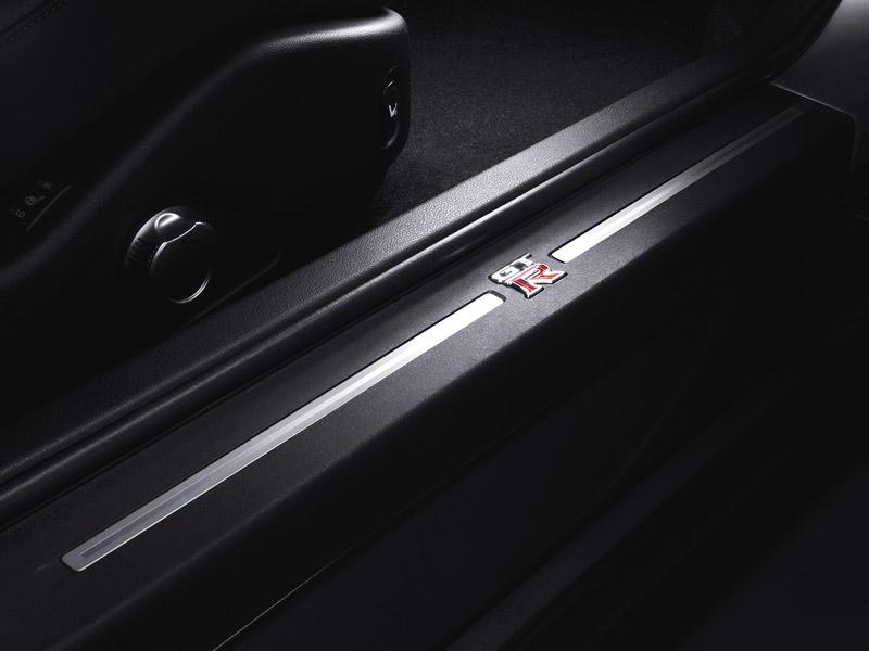 Pod lupou: Nissan GT-R – Megacloumák: - fotka 16