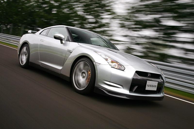 Nissan GT-R: do nového roku výkonnější: - fotka 22