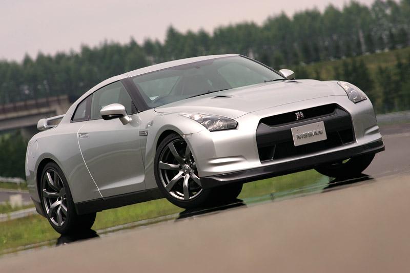 Nissan GT-R: do nového roku výkonnější: - fotka 24