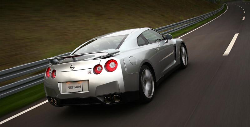 Nissan GT-R: do nového roku výkonnější: - fotka 30