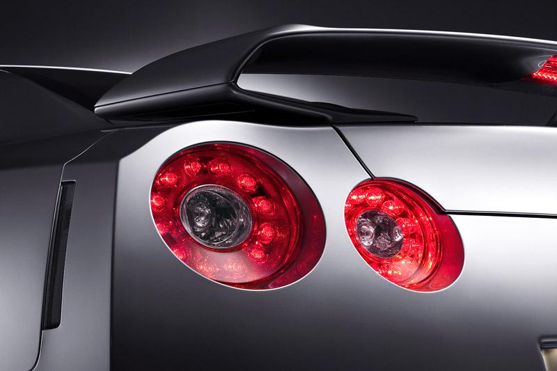 Nissan GT-R: do nového roku výkonnější: - fotka 40