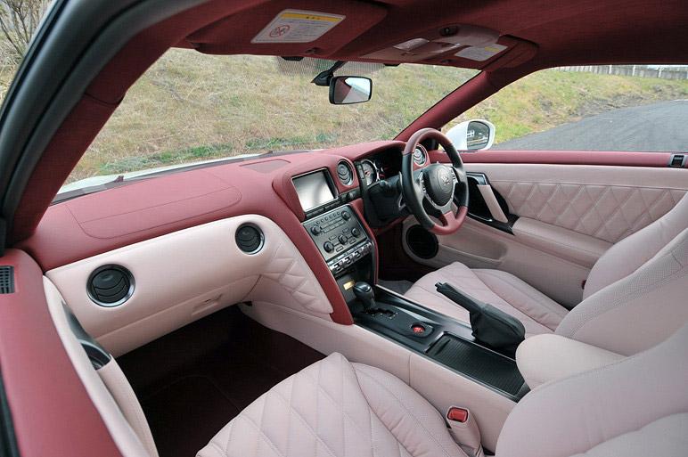 Nissan GT-R Egoist: je libo růžovou?: - fotka 4
