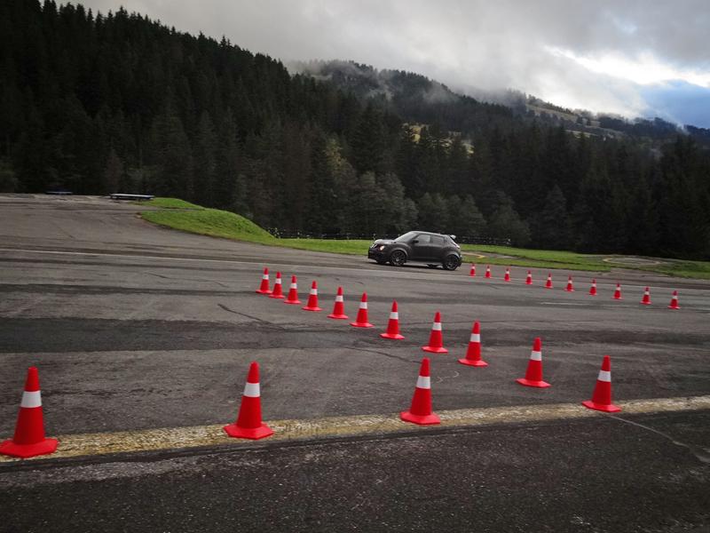 Řídili jsme Nissan Juke-R 2.0, crossover za 13,5 milionu korun (+video): - fotka 18