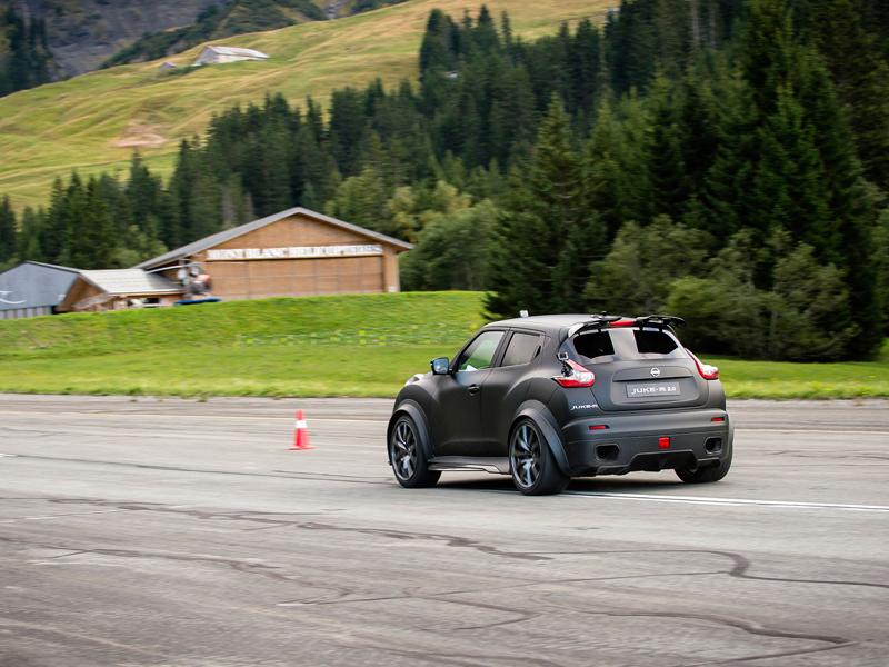 Řídili jsme Nissan Juke-R 2.0, crossover za 13,5 milionu korun (+video): - fotka 22