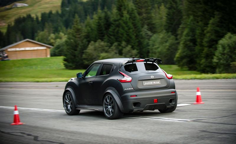 Řídili jsme Nissan Juke-R 2.0, crossover za 13,5 milionu korun (+video): - fotka 24