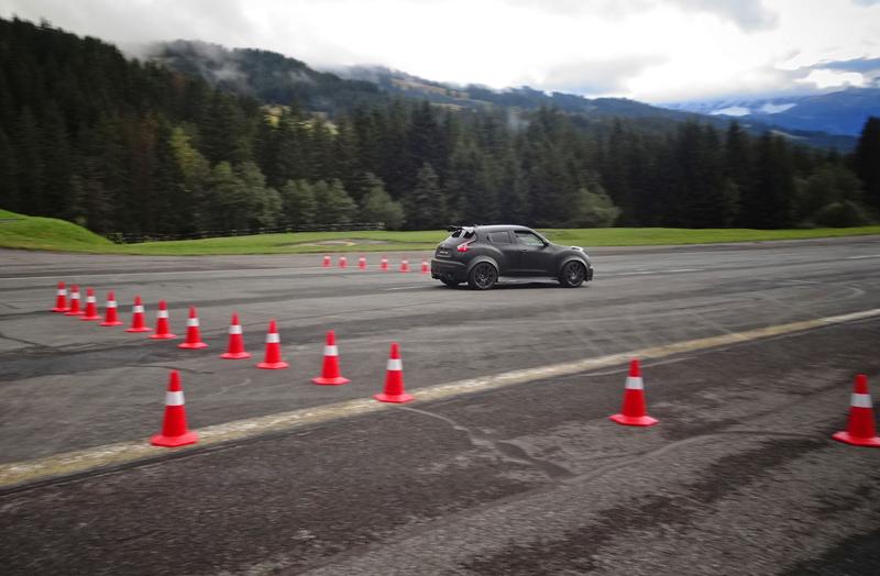 Řídili jsme Nissan Juke-R 2.0, crossover za 13,5 milionu korun (+video): - fotka 26