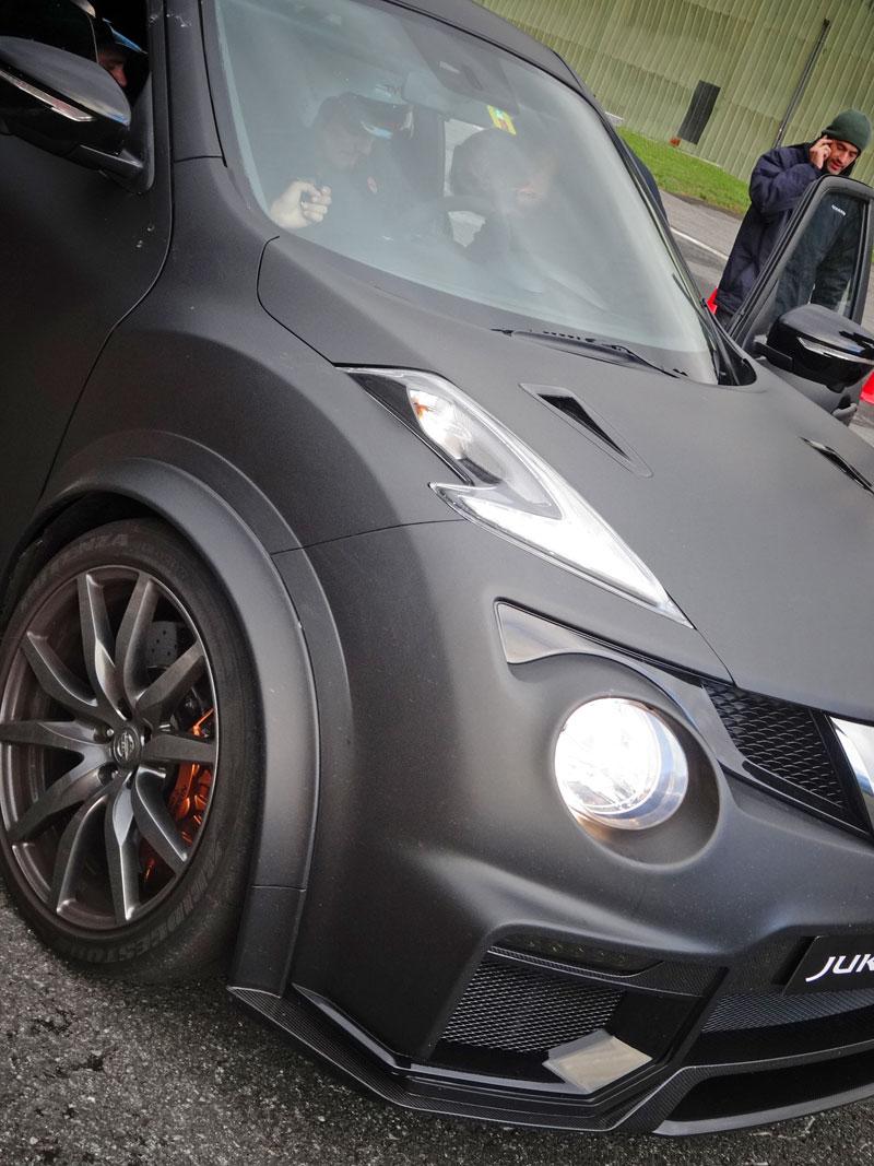 Řídili jsme Nissan Juke-R 2.0, crossover za 13,5 milionu korun (+video): - fotka 35