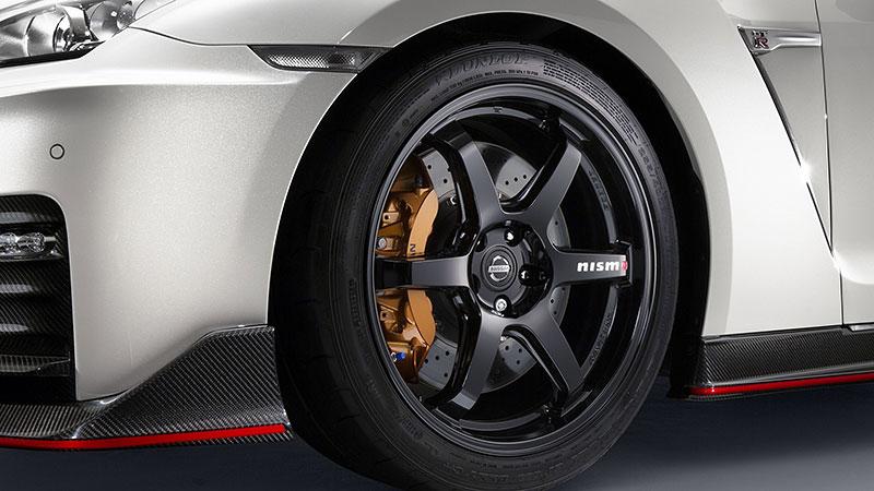 Nissan GT-R Nismo 2017: Ani ostrá verze nezůstala bez úprav: - fotka 10