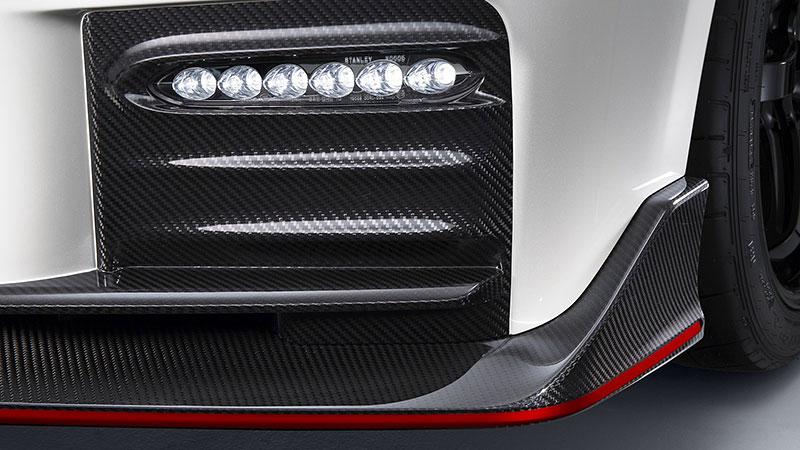 Nissan GT-R Nismo 2017: Ani ostrá verze nezůstala bez úprav: - fotka 11