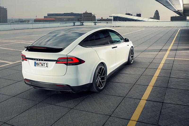Novitec se nově pouští i do úprav elektromobilů značky Tesla: - fotka 20
