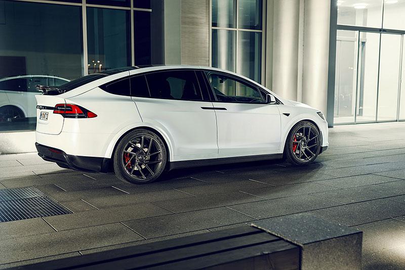 Novitec se nově pouští i do úprav elektromobilů značky Tesla: - fotka 24