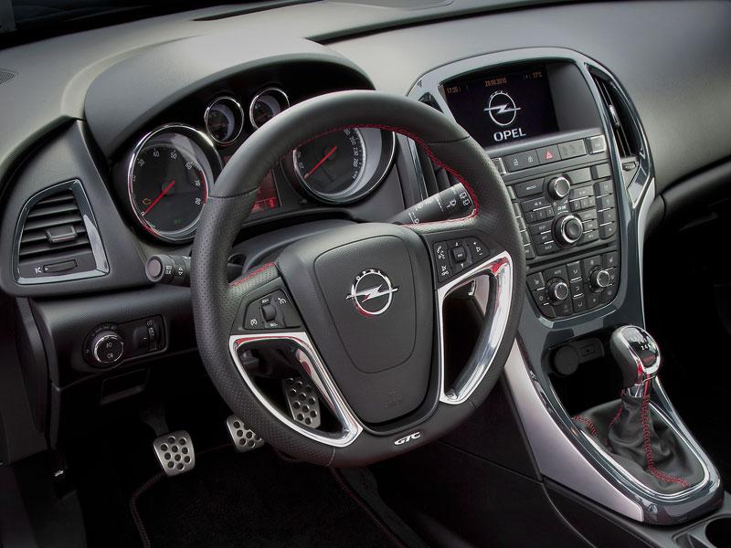 Opel Astra GTC Paris: velká fotogalerie a podrobnější info: - fotka 3