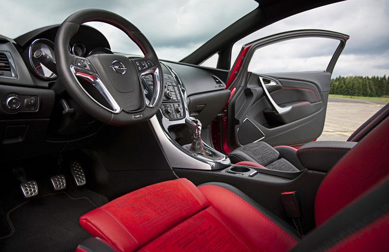 Opel Astra GTC Paris: velká fotogalerie a podrobnější info: - fotka 5