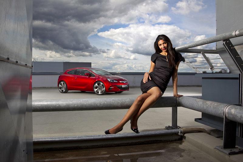 Opel Astra GTC Paris: velká fotogalerie a podrobnější info: - fotka 14