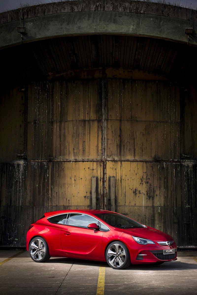 Opel Astra GTC Paris: velká fotogalerie a podrobnější info: - fotka 24