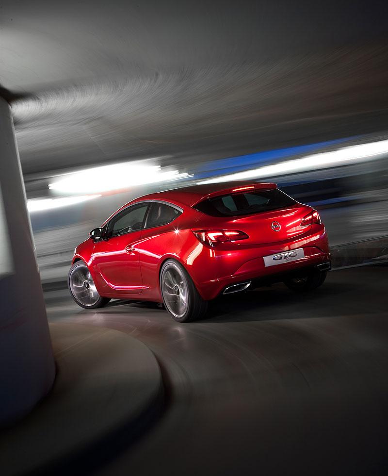 Opel Astra GTC Paris: velká fotogalerie a podrobnější info: - fotka 38