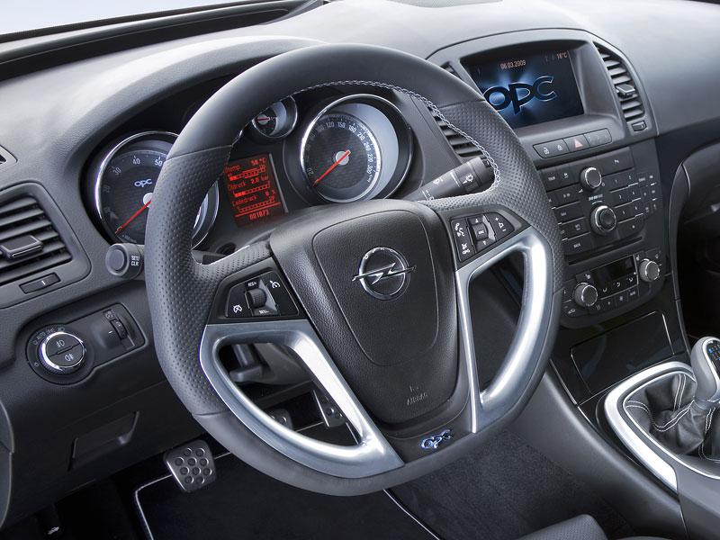 Opel Insignia Sports Tourer OPC: další upalující stěhovák: - fotka 13
