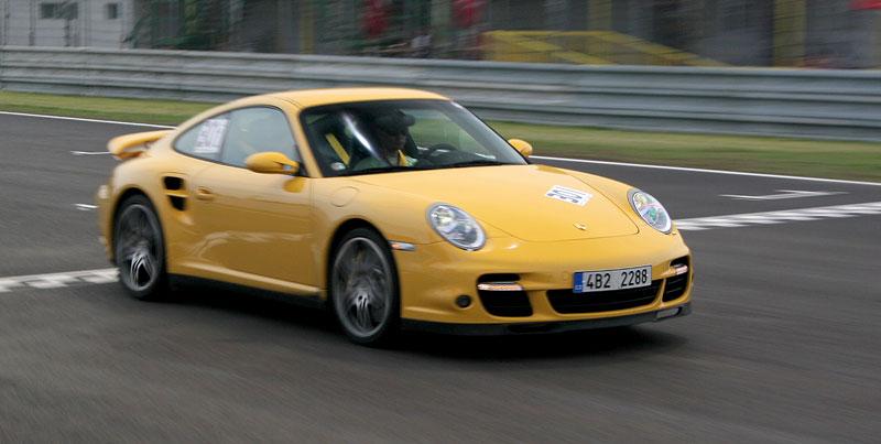 Klub sportovních aut pokřtil asfalt Automotodromu Brno: - fotka 88