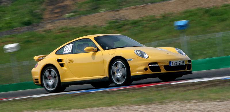 Klub sportovních aut pokřtil asfalt Automotodromu Brno: - fotka 90