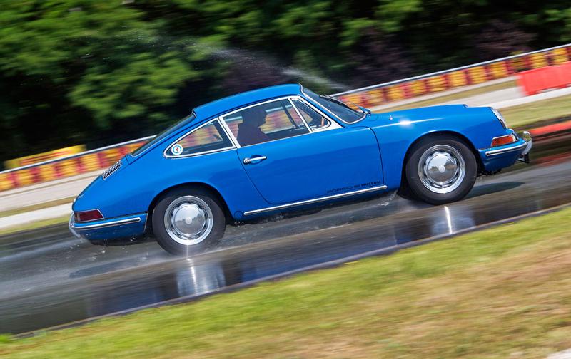 Obutí pro starší vozy Porsche? Přímo u automobilky bez problémů: - fotka 4