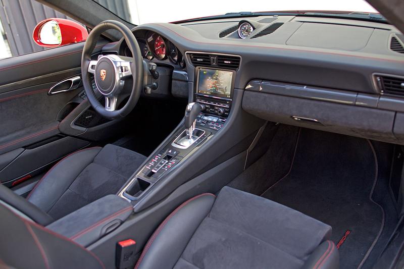 Test: Porsche 911 Carrera 4 GTS – Srdeční záležitost: - fotka 9