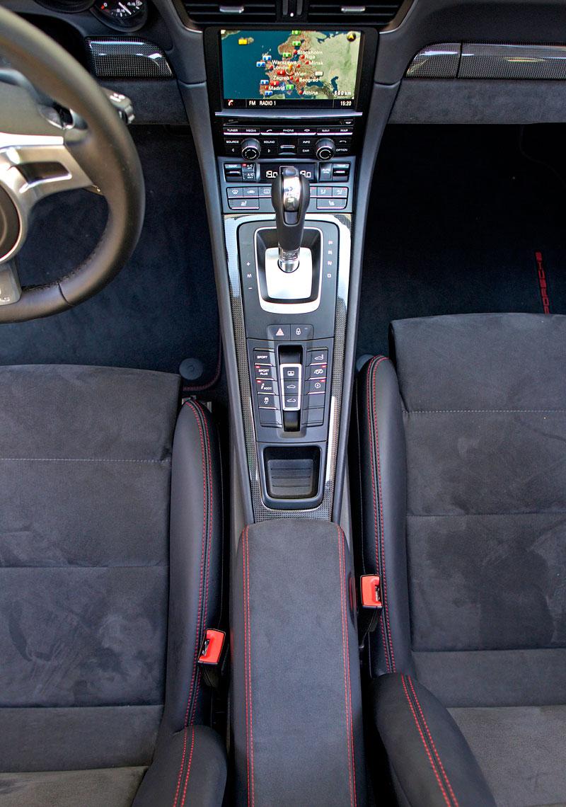 Test: Porsche 911 Carrera 4 GTS – Srdeční záležitost: - fotka 12