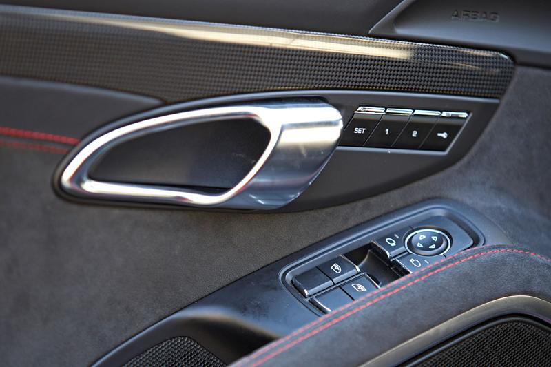 Test: Porsche 911 Carrera 4 GTS – Srdeční záležitost: - fotka 23