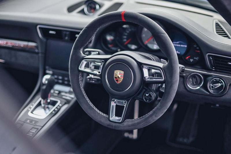 Porsche 911 Carrera 4 GTS British Legends Edition v barvách slavných vítězů z Le Mans: - fotka 1