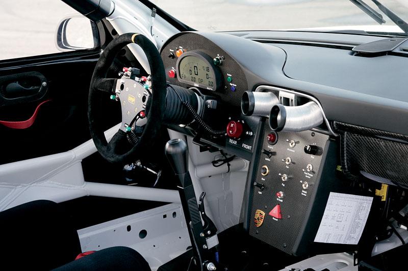 Porsche 911 GT3 RSR: modernizace závodní 911: - fotka 1