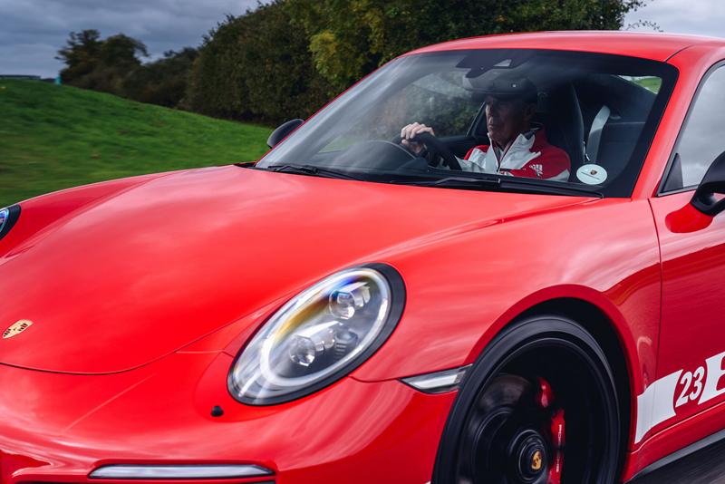 Porsche 911 Carrera 4 GTS British Legends Edition v barvách slavných vítězů z Le Mans: - fotka 12