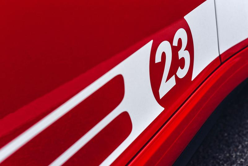 Porsche 911 Carrera 4 GTS British Legends Edition v barvách slavných vítězů z Le Mans: - fotka 15