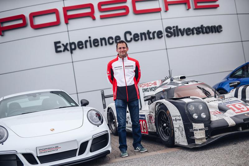 Porsche 911 Carrera 4 GTS British Legends Edition v barvách slavných vítězů z Le Mans: - fotka 17