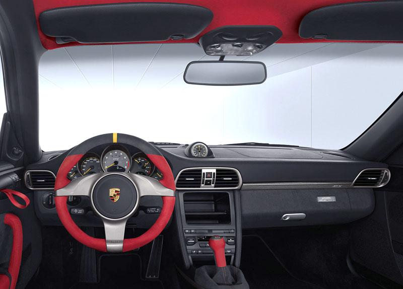Porsche 911 GT2 RS: první oficiální fotky a informace: - fotka 1