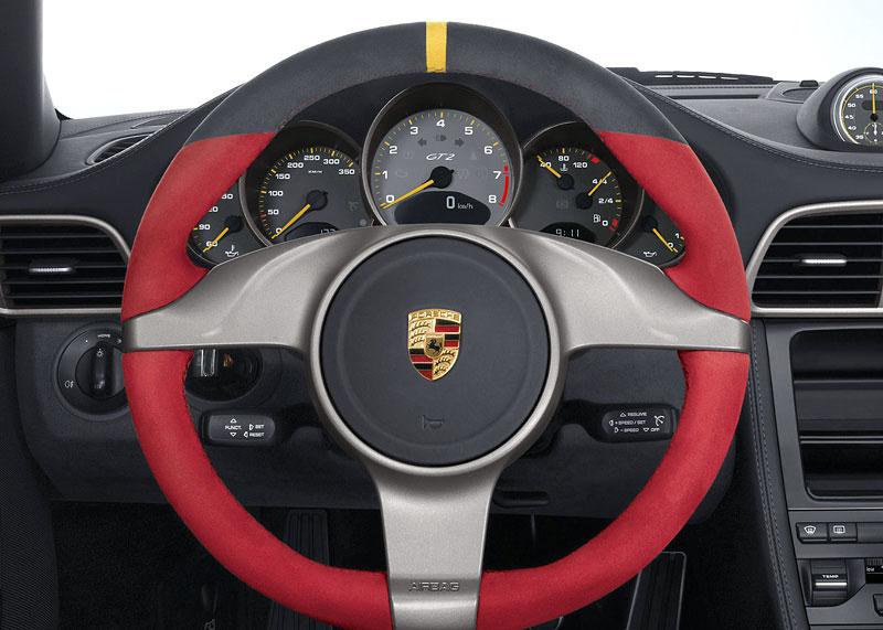 Porsche 911 GT2 RS: první oficiální fotky a informace: - fotka 3