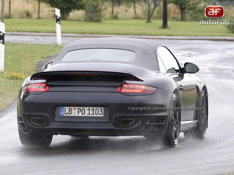 Spy Photos: Porsche Turbo Cabrio: - fotka 4