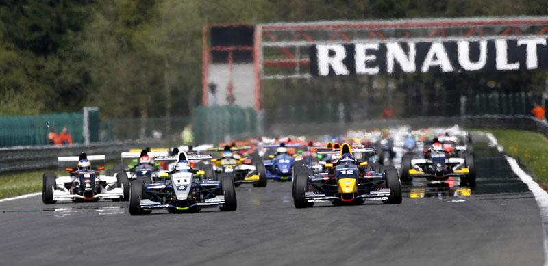 Závodní víkend World Series by Renault míří poprvé do České republiky!: - fotka 4