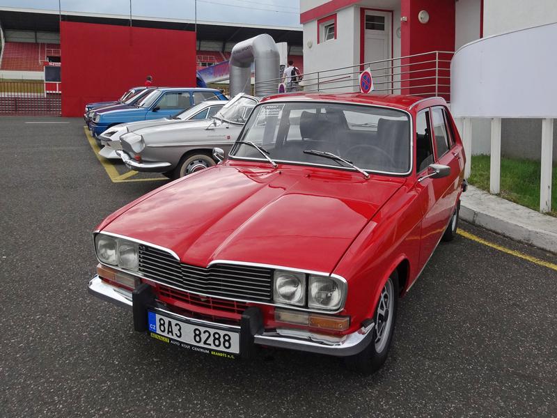 S ostrými Renaulty na okruhu v Mostě: - fotka 15
