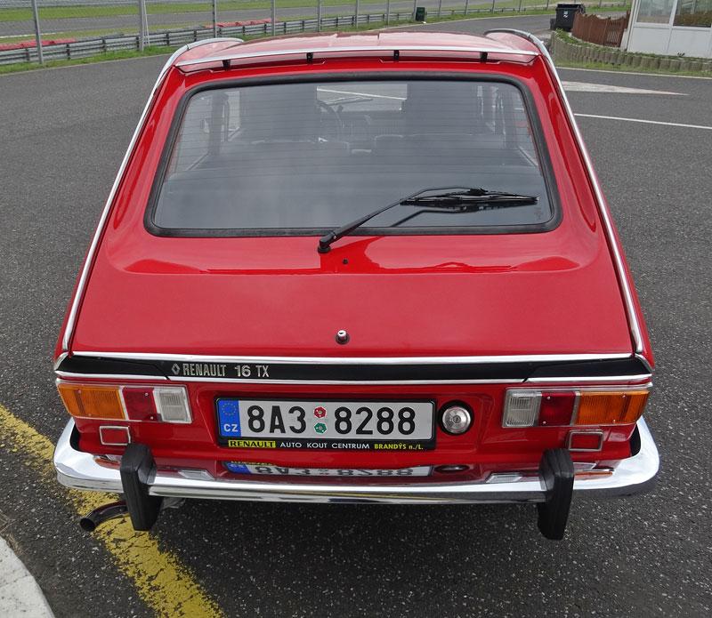 S ostrými Renaulty na okruhu v Mostě: - fotka 18