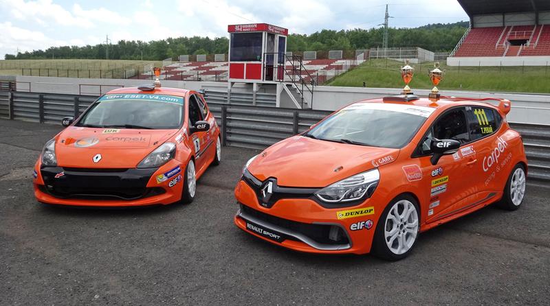 S ostrými Renaulty na okruhu v Mostě: - fotka 19