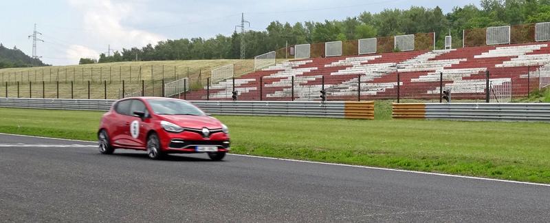 S ostrými Renaulty na okruhu v Mostě: - fotka 25