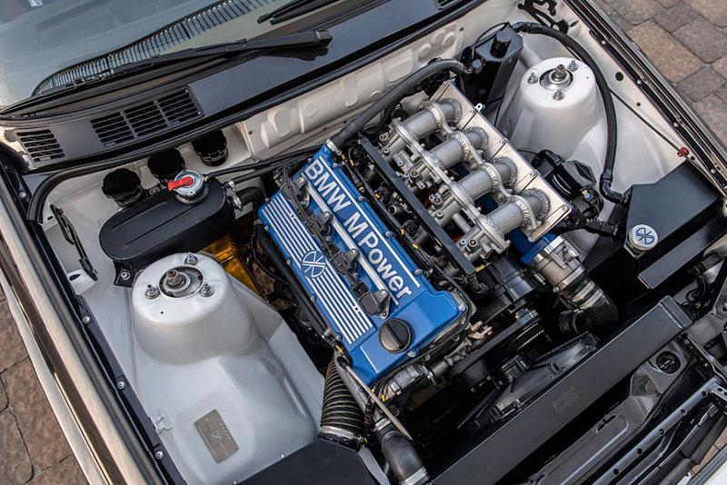 Německá firma vám z BMW E30 M3 udělá prakticky nové auto. Výsledek je úžasný: - fotka 10