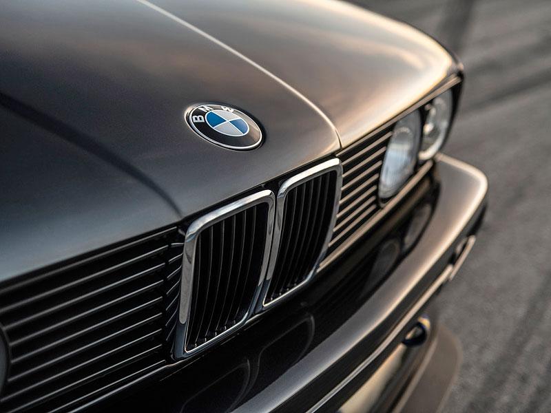 Německá firma vám z BMW E30 M3 udělá prakticky nové auto. Výsledek je úžasný: - fotka 12