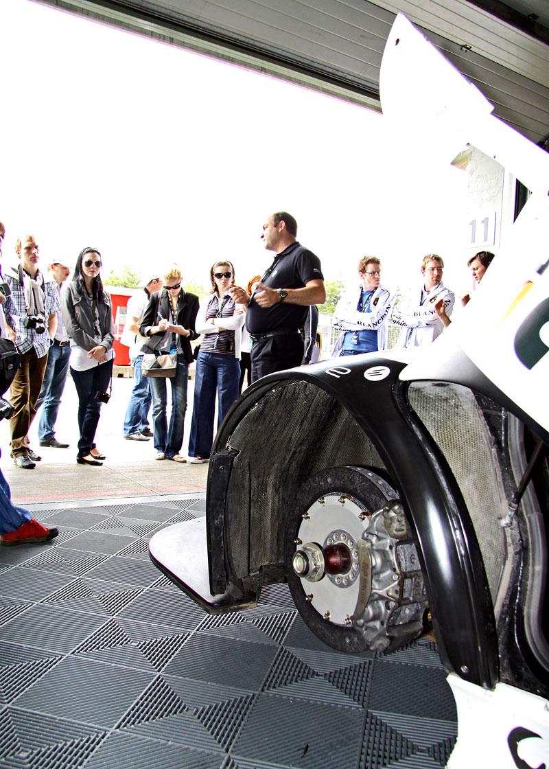 FIA GT1 v Brně: výsledky, velká galerie a povídání s Hansem Reiterem: - fotka 125
