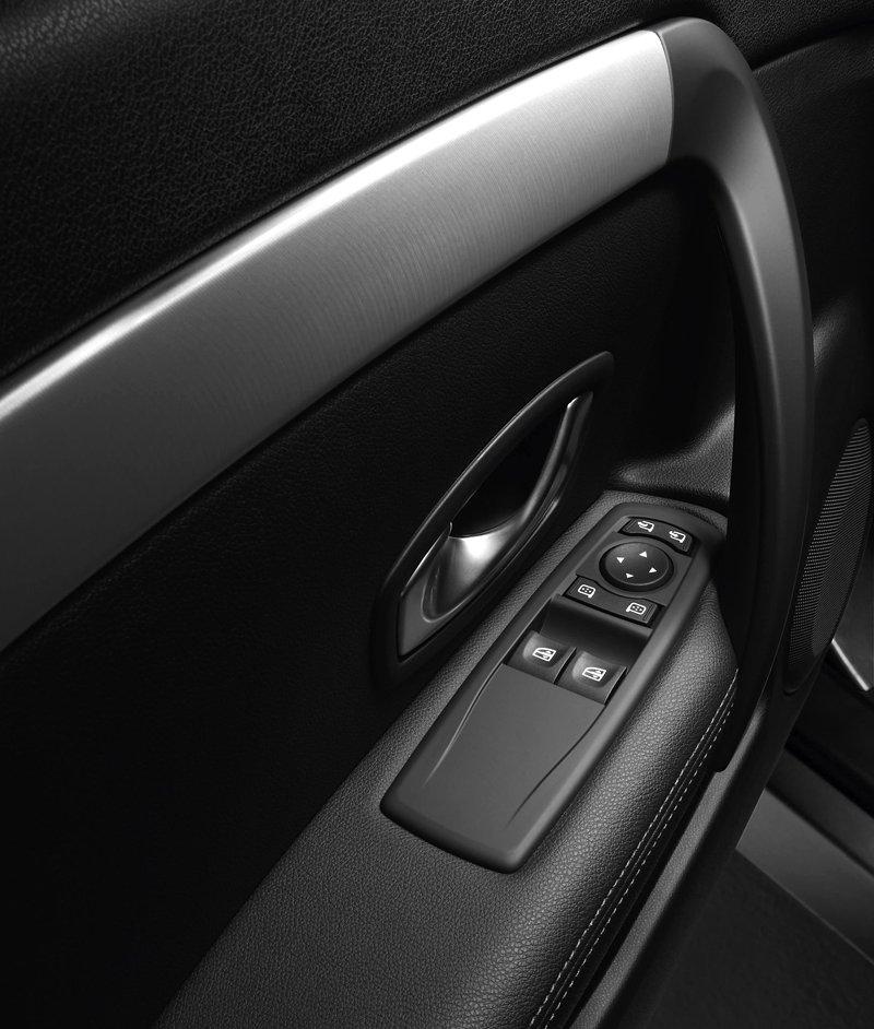 Renault Laguna Coupe přichází na český trh: - fotka 13