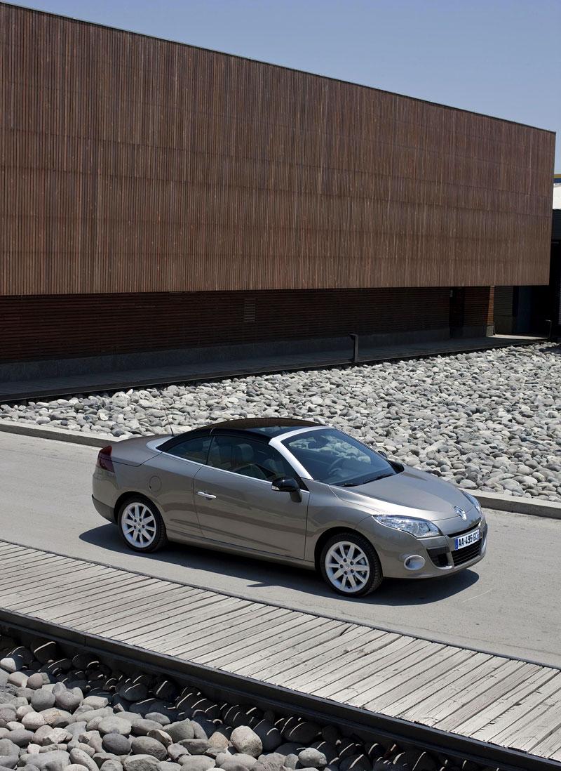 Renault Mégane CC: když střecha, tak skleněná (podrobnější informace a velká fotogalerie): - fotka 15