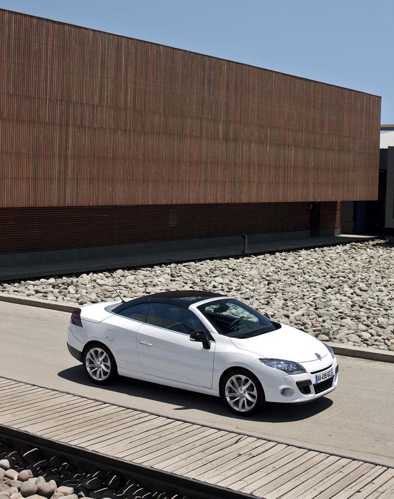 Renault Mégane CC: když střecha, tak skleněná (podrobnější informace a velká fotogalerie): - fotka 21