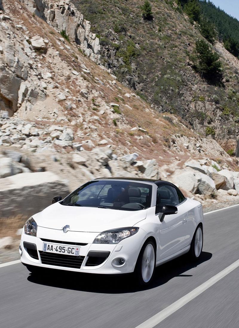 Renault Mégane CC: když střecha, tak skleněná (podrobnější informace a velká fotogalerie): - fotka 22