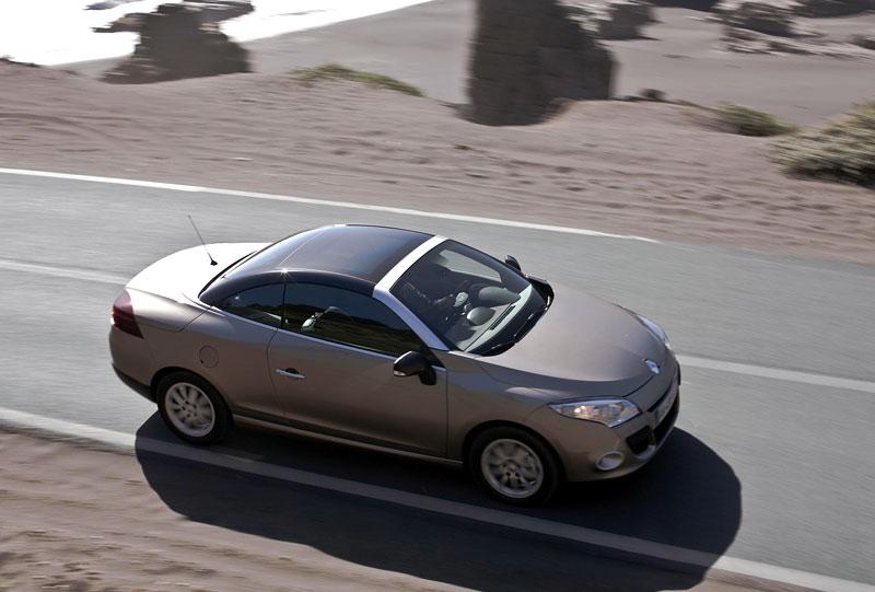 Renault Mégane CC: když střecha, tak skleněná (podrobnější informace a velká fotogalerie): - fotka 45