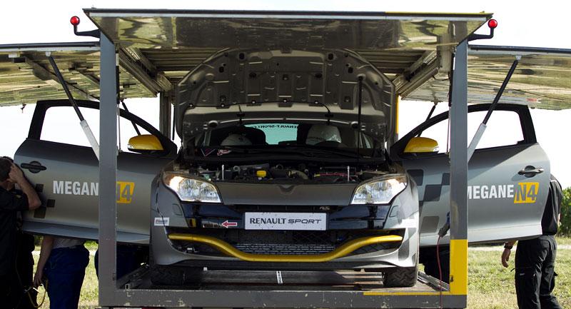 Renault představuje Megane RS v rallyové specifikaci N4: - fotka 14